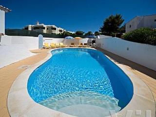 Spacious 5 bedroom villa in Carveiro with pool. - Vilamoura vacation rentals