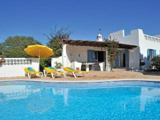 Beautiful 4 bedroom villa with pool in Carvoeiro. - Vilamoura vacation rentals