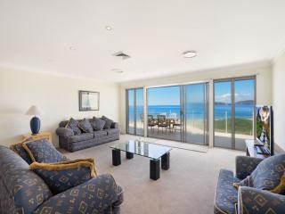 BAY VISTA 2 - ABSOLUTE BEACHFRONT - Umina Beach vacation rentals