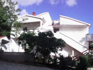 Perfect 2 bedroom Kolan Apartment with Internet Access - Kolan vacation rentals