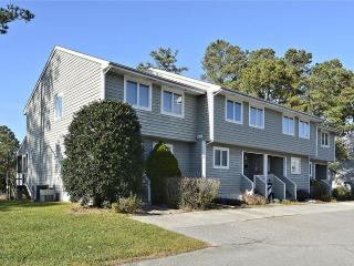 Nice 3 bedroom, 2.5 bath townhouses in quiet community 3/4 of a mile to the beach - Community pool & tennis court available - Bethany Beach vacation rentals