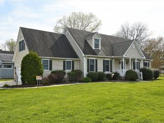 Spacious 5 bedroom home with rec room. Close to pool & tennis courts! - Bethany Beach vacation rentals