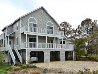 Ocean block home with available pool and tennis courts! - Cedar Neck vacation rentals
