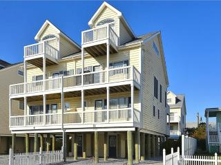 Beautiful 4 bedroom townhouse 1/2 block to the beach. Great views of the ocean and sunsets! - Cedar Neck vacation rentals