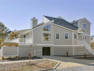 Fantastic Gulls Nest 4 bedroom home with deck and screened porch - Cedar Neck vacation rentals