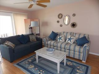 Bright 3 bedroom Condo in Diamond Beach with Internet Access - Diamond Beach vacation rentals