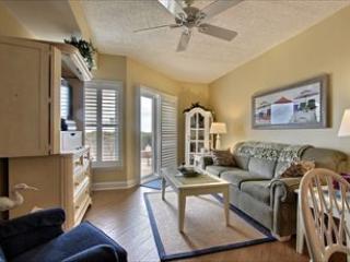 Comfortable 1 bedroom Condo in Diamond Beach with Deck - Diamond Beach vacation rentals