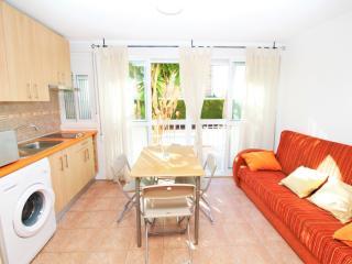 Romantic 1 bedroom Benidorm Apartment with A/C - Benidorm vacation rentals