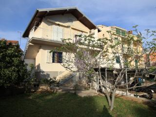 Cozy 2 bedroom Zaboric Condo with Internet Access - Zaboric vacation rentals