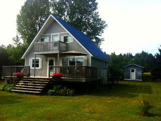 Cozy 3 bedroom Stratford Cottage with Internet Access - Stratford vacation rentals
