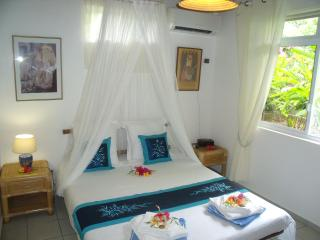 Bungalow Moorea (Atiha), ideal for 3 - Haapiti vacation rentals