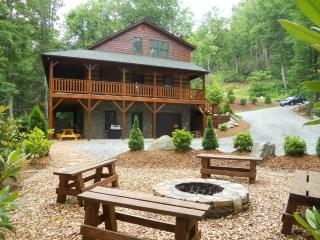 Log Cabin, Hot Tub, Fire Pit, Pool Table, Wi-Fi - Boone vacation rentals
