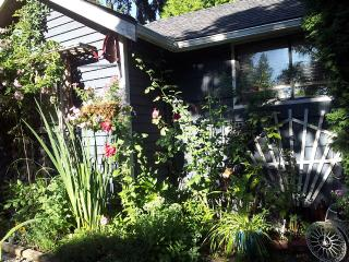 Shell Cottage Family And Pet Friendly - Saanich vacation rentals
