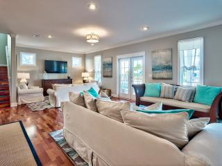 """Sand Dollar""  Five Star, 6 Bed Modern Coastal Design with Pool & Carriage House - Destin vacation rentals"