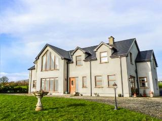 MILLERS LANE HOUSE, detached, open fire, WiFi, pet-friendly, gardens, Muff, Ref 932847 - Iskaheen vacation rentals
