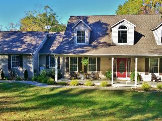 Hidden Creek Getaway - w/Pool next to Wine Country - Saint Louis vacation rentals
