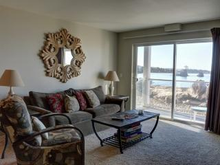 Wonderful Condo with Deck and Microwave - Lincoln City vacation rentals