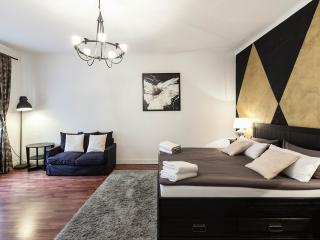 Luxury Apartment Near Kudamm/KaDeWe in Berlin - Berlin vacation rentals