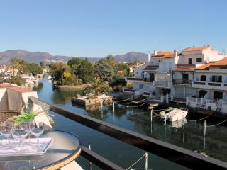 Nice Condo with A/C and Satellite Or Cable TV - Empuriabrava vacation rentals