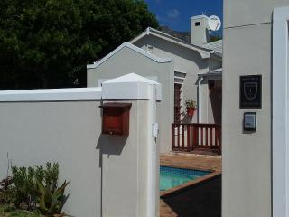 Comfortable 1 bedroom Fish Hoek House with Internet Access - Fish Hoek vacation rentals