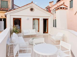 Elegance and nice terrace in the heart of Venice - Venice vacation rentals