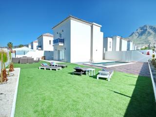 Bright and new 4-bed villa in Costa Adeje - Costa Adeje vacation rentals