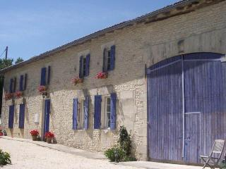 Chez Senant: renovated cottage with private pool - Saint Germain de Vibrac vacation rentals