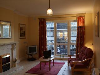 Great city centre 5 bedroom property to let - sleeps 6 - Dangan vacation rentals