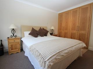 Spacious Covent Garden Apartment - London vacation rentals