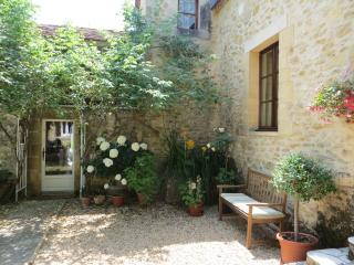 5/6 bedroom Beautiful  house with swimming pool & stunning views Dordogne - Plazac vacation rentals