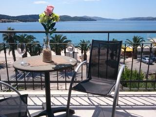 Cozy 2 bedroom Condo in Okrug Gornji - Okrug Gornji vacation rentals