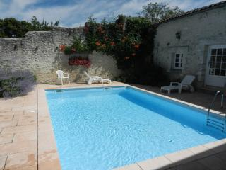 Beautifully renovated farmhouse with private pool - Brantome vacation rentals
