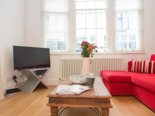MM11 4Bed Mews House Knightsbridge - London vacation rentals