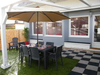 appart avec jardin  refait a neuf 15m de la mer - Courseulles-sur-Mer vacation rentals