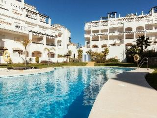 Beautiful Condo with Internet Access and Washing Machine - Puerto de la Duquesa vacation rentals