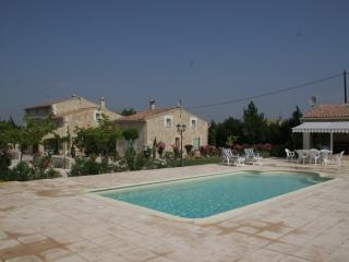 LOCATIONS DES ALPILLES - BOUGAINVILLIER - Saint-Remy-de-Provence vacation rentals