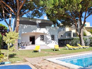 Gorgeous 4 bedroom property, with pool, sleeping 9 - Vilamoura vacation rentals