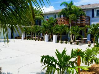 Enjoy unmatched amenities at The Highview! FREE Bikes, Kayaks, SUP's and more! - Manasota Key vacation rentals