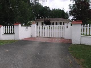 Chambre d'Hôtes à la campagne - Saint-Sulpice-De-Pommiers vacation rentals