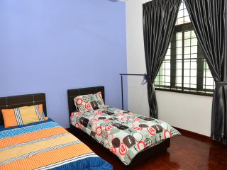 5 bedroom House with Television in Central Melaka - Central Melaka vacation rentals