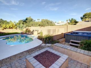 4 BDRM MESA - SCOTTSDALE RESORT HOME ❤️ HEATED*POOL, HOT TUB, FIRE PITT - Mesa vacation rentals