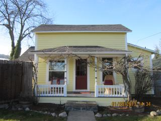Walk To Town From This Charming, Updated Cottage! - Ashland vacation rentals