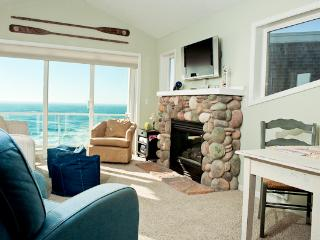 *Promo!* - Beautiful Oceanfront Condos - Single Bedroom - Indoor Pool & Hot Tub! - Depoe Bay vacation rentals