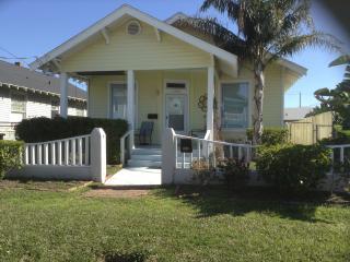 1 1/2 blocks from beach, 8 blocks to Pleasure Pier - Galveston vacation rentals
