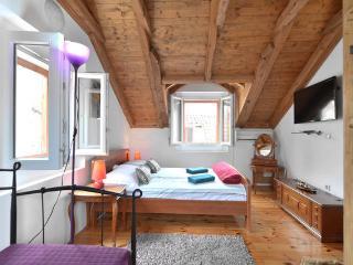 Mirula Guesthouse - Split vacation rentals