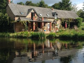 Weeping Willow Cottage, peaceful, private lake. - Gorron vacation rentals