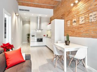 Marina Vintage Apartment with balcony (3BR) - 15% DISCOUNTED PRICE: SUMMER & FALL STAY PROMO - Barcelona vacation rentals