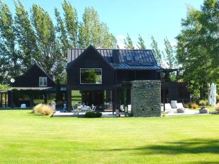 Beautiful 5 bedroom Queenstown House with Housekeeping Included - Queenstown vacation rentals