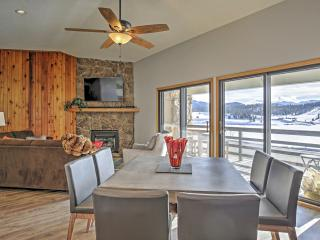 Newly Renovated 2BR Dillon Penthouse Condo, Minutes Away From Breckenridge, Keystone, A-Basin, Copper w/Private Patio, Spectacular Mountain/Lake Views & Unbeatable Amenities - Restaurants, Golf, and Outdoor Activities! - Dillon vacation rentals
