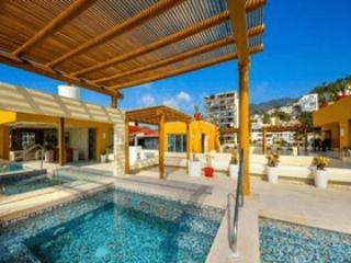 V177/204 INCREDIBLE CONDO LOS MUERTOS BEACH - Puerto Vallarta vacation rentals